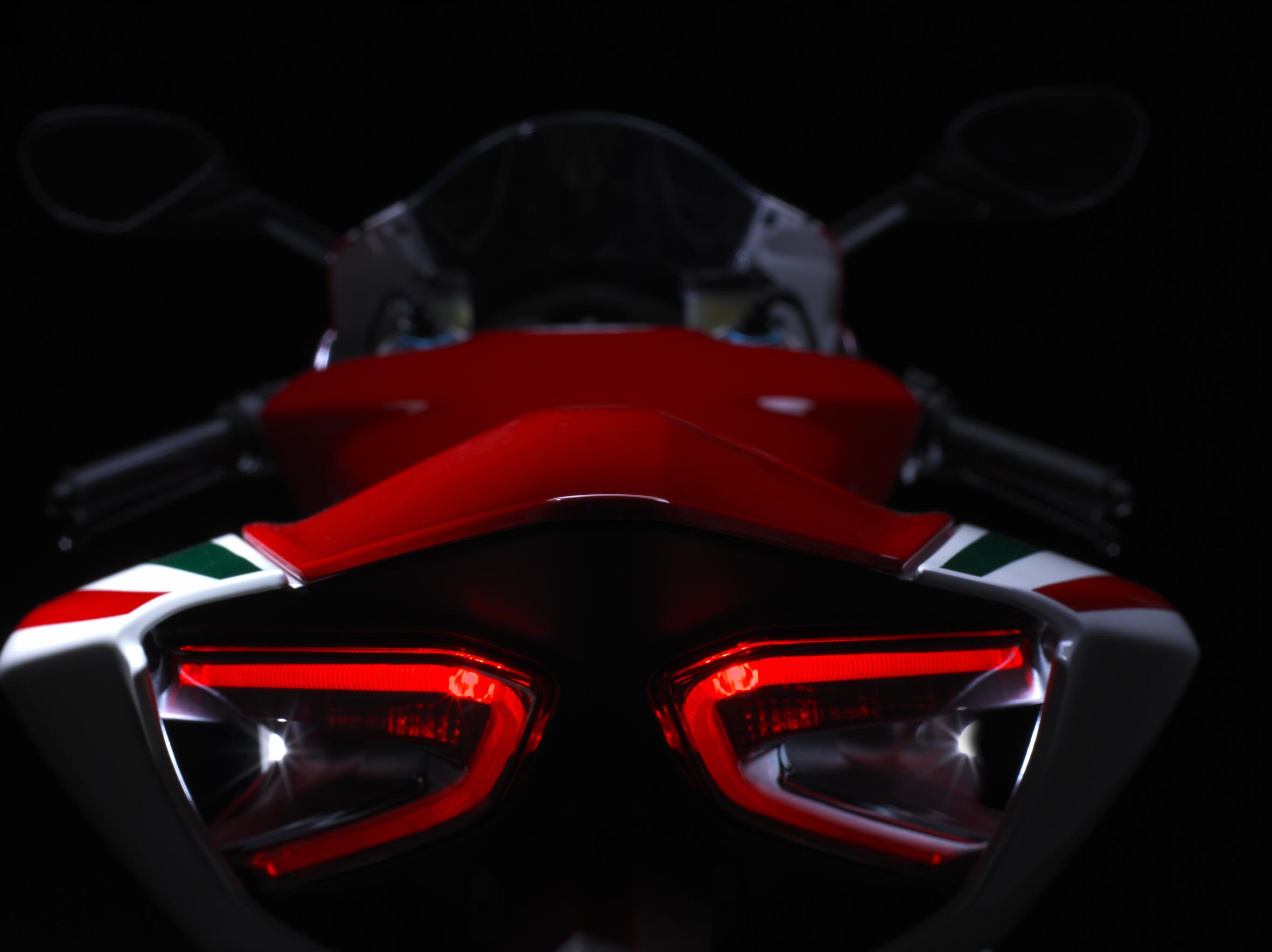 superbike_1199_panigale_s_tricolore_21