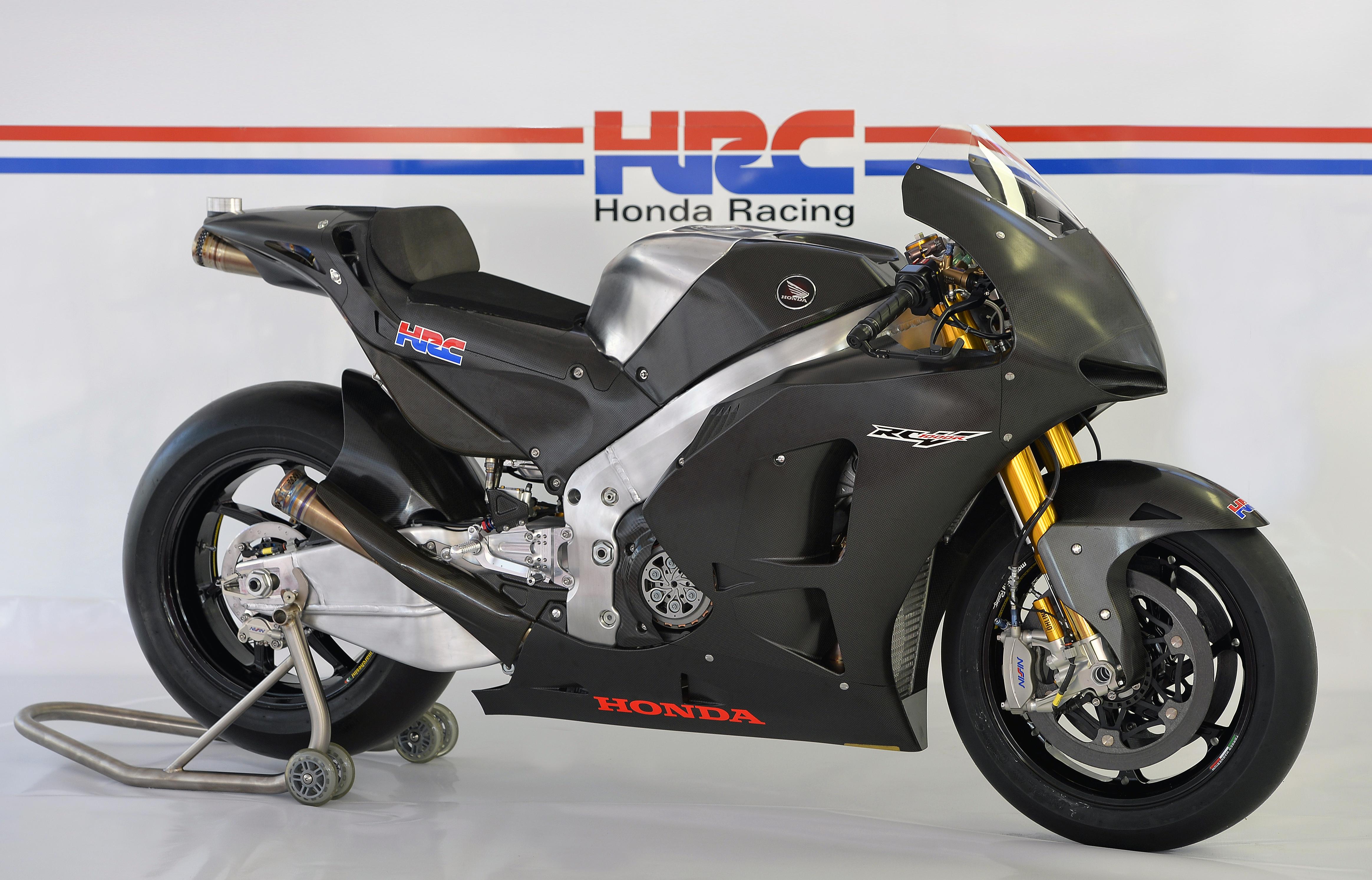 honda_rcv1000r_motogp_production_racer_www_racemoto_com_000