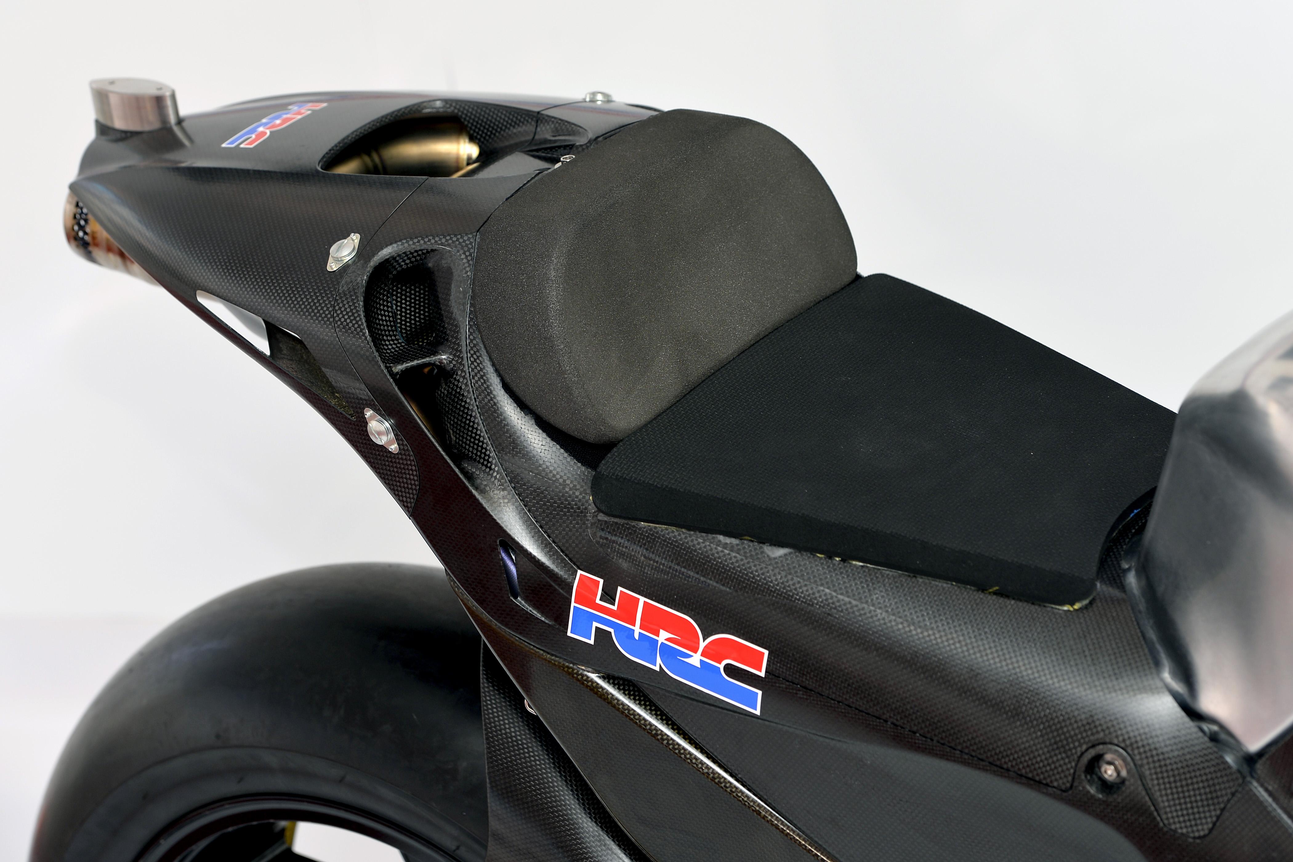 honda_rcv1000r_motogp_production_racer_www_racemoto_com_014